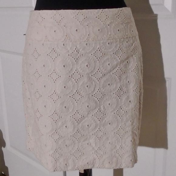 Ann Taylor Loft Factory Dresses & Skirts - ANN TAYLOR LOFT Cotton Eyelet Short Skirt 8 Cream
